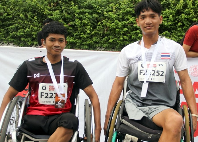 Nat (right) was the winner of the wheelchair race, followed closely by Ole (left), both taking part in their very first Pattaya Marathon event.
