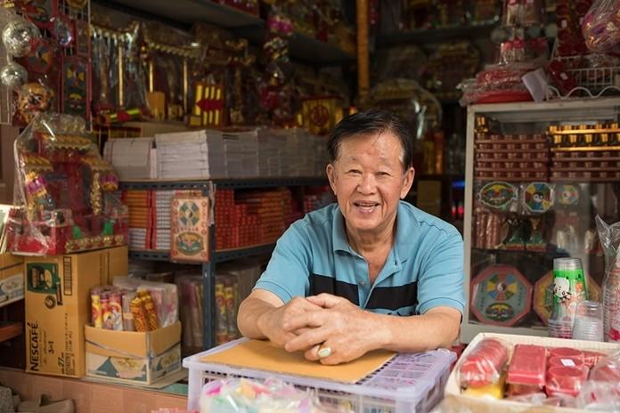 San Chao Rong Thong Market, Ang Thong.