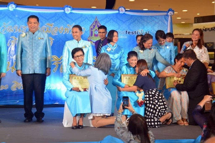 """Mayor Sontaya Kunplome (left) chaired the ceremony to present certificates to the """"Good Mothers, Honour of the Land 2019""""."""
