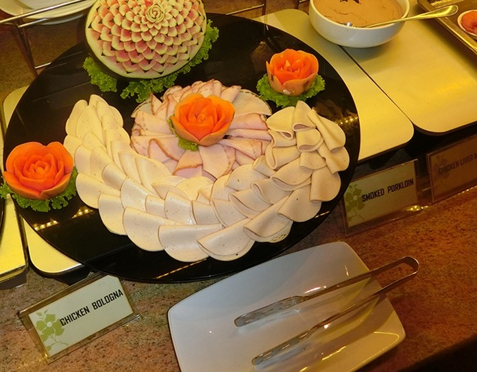 The range of items makes this revolving buffet one of the best value buffets in Pattaya.