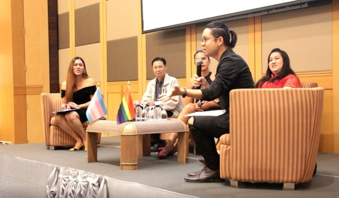 The Foundation of Transgender Alliance for Human Rights, in cooperation with the Sisters Foundation and the Safe and Creative Media Development Fund, held an open forum at the A-One Cruise Hotel in Pattaya on Sept. 20 to discuss the issue of transgender rights in Thailand and the portrayal of gender issues in the media.