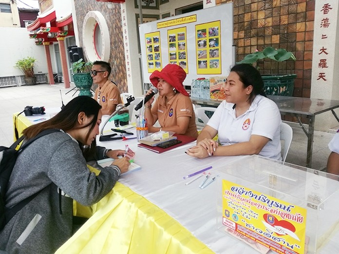 The Sawangboriboon Thammasathan Pattaya Foundation and Pattaya City have set up three collection spots for people to donate necessaries, rice, dried foods, and money for flood victims in the northeast.