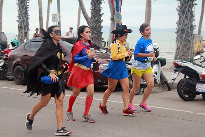 Some 4,000 runners joined the 7th Loma Run for Charity at Dongtan and Jomtien beaches on Sept. 8.