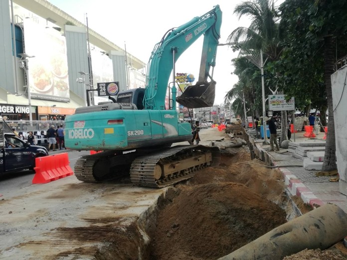 Drivers are being advised to avoid Pattaya Beach Road whenever possible during construction.