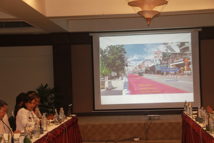 Kasima Anantayakorn (lower left, facing), chief of the city's Waste Water Development Division, and acting director for flood prevention, reiterated that due to construction, Pattaya Beach Road will occasionally be closed to traffic. She suggested drivers should avoid the route whenever possible until February next year.