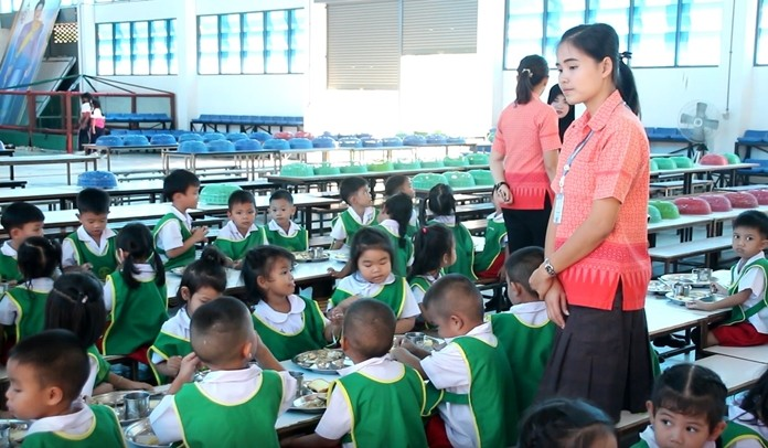 In spite of unsubstantiated rumors to the contrary, the media was invited to see that the food being served in local schools is up to Ministry of Education standards.