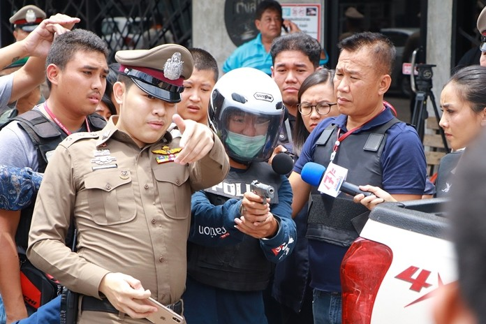 "Warut ""Arm Jie"", the accused murderer of Tee Lai Khopai, was brought to reenact the scene of the murder."