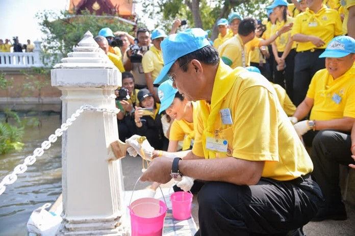 Prime Minister Gen. Prayut Chan-o-cha paints a post while volunteering to improve the landscape along the banks of the Chao Phraya River, where the Royal Barge Procession will take place on October 24 this year.