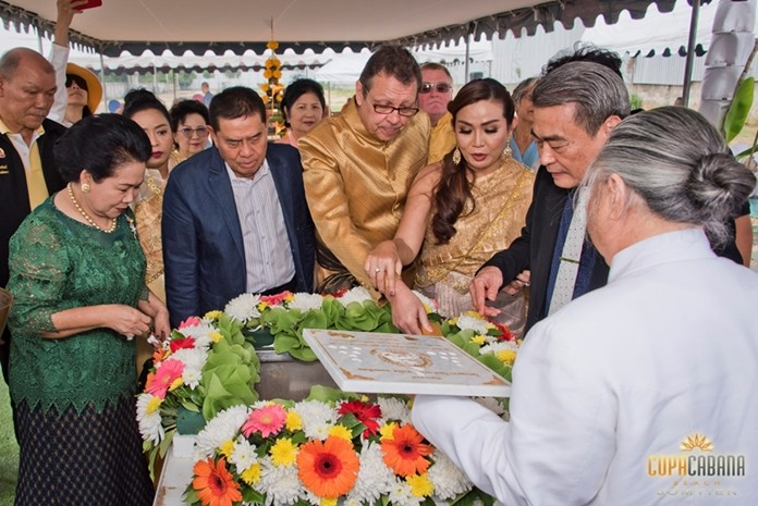 Phra Maharaj Sri Visuthikun, current president of the Provost Brahmin, along with Pattaya Deputy Mayor Ronakit Ekasingh, deputy prime minister of Thailand, Gen. Pracha Promnok, and Copacabana Beach Jomtien directors Kasina Thammasuwan, Rolf Wilhelm Haupt, and Manfred Wu perform the Brahmin foundation stone laying ceremony.