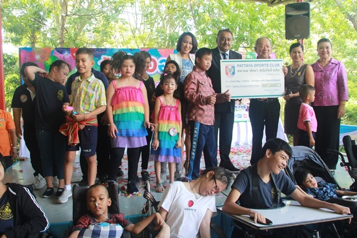 The Pattaya Sports Club donates 20,000 baht.