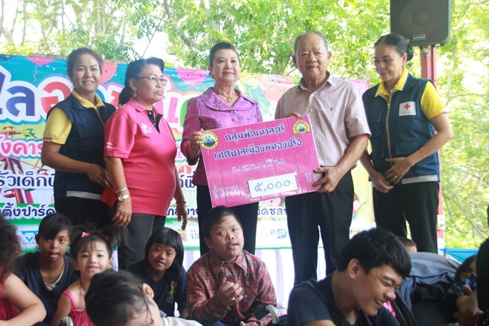 Women's Development Group of Nongprue donate 5000 baht.