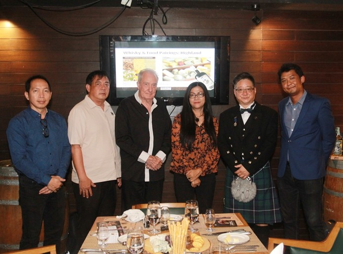 Tiemjan Sakulpanitch, MD of United Beverage Thailand, Paul Wang – Sales Manager of Asia Region of Douglas Lang Co., Ltd., Pattana Wangtapan – Food and Beverage Manager, Dr. Iain Corness, and Dicey Reilly's executives get ready for a night of tasting.