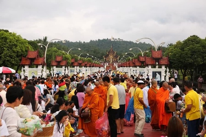 Faithful Buddhists across the country have attended alms giving ceremonies for monks in all regions, to observe the End of Buddhist Lent.