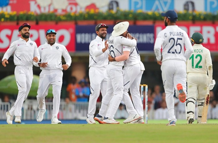India's Umesh Yadav, third right, celebrates with teammates the dismissal of South Africa's Quinton de Kock, right, during the second day of third and last cricket test match between India and South Africa in Ranchi, India, Sunday, Oct. 20, 2019. (AP Photo/Aijaz Rahi)
