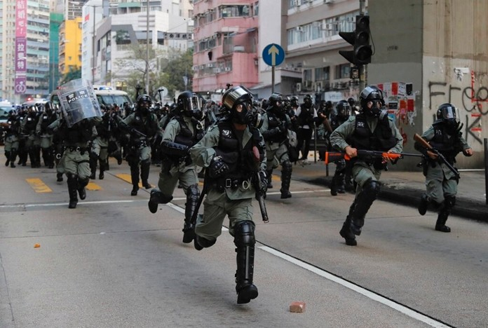 Police arrive to chase away protestors in Hong Kong, Sunday, Oct. 20, 2019. (AP Photo/Kin Cheung)