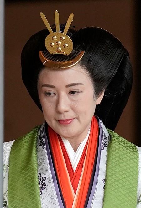 Japanese Empress Masako leaves the ceremony hall after Emperor Naruhito proclaimed his enthronement. (Kimimasa Mayama/Pool Photo via AP)