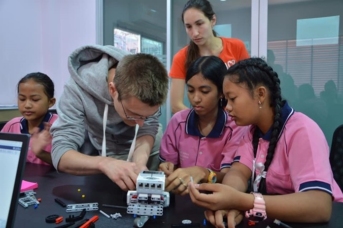 Daan Apeldoorn and Viola GauB from Z Quadrat, Germany visited the Drop-In Center/ASEAN Learning Center on Friday, Oct. 4, to teach older female students how to build Lego robots.