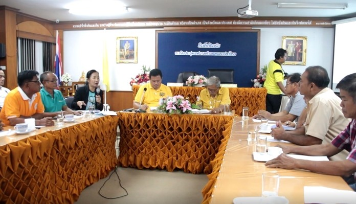 Nong Plalai Mayor Pinyo Homklin (center, left) chairs a meeting to plan out the sub-district's Loy Krathong festivities.