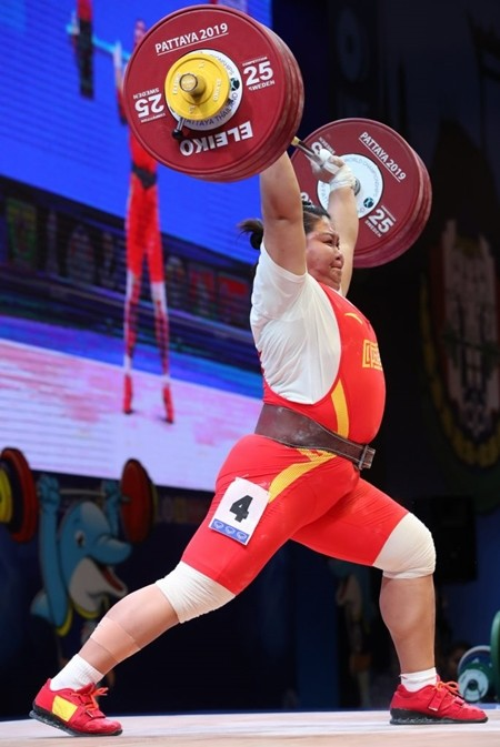 Snatch World Record holder LI Wenwen (CHN) performed one kilogram under her best, 147kg, but took away both the Clean and Jerk and Total record in Pattaya. She now owns all three world records. (Photo courtesy IWF)