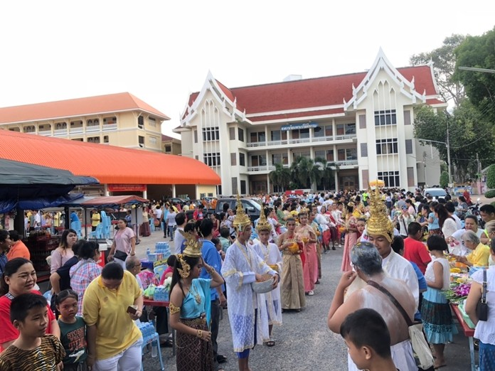 The faithful turned up in large numbers to celebrate Auk Pansaa at Wat Chaimongkol.