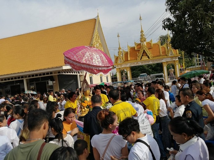 Wat Nong Aor was filled to overflowing with faithful Buddhists celebrating Tak Bat Devo.