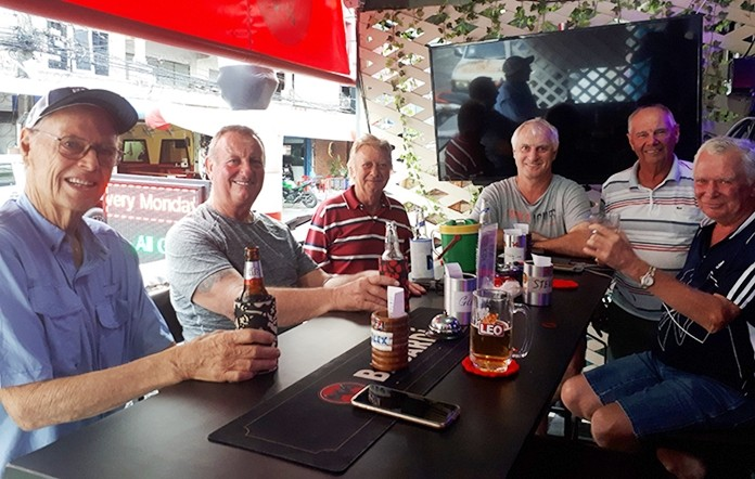 5 of the 7 combatants, from L to R: Mike Johns (did not play), Glenn Smith, Keith Buchanan, Brendan Cope, Alex Field and Steve Younger, today's winner.