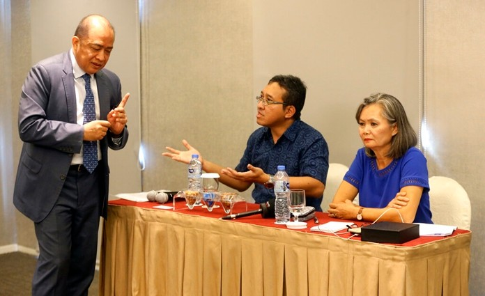 Cambodia's ambassador to Indonesia Hor Nambora, left, interrupts the press conference held by Mu Sochua, right, Vice President of the Cambodia National Rescue Party (CNRP) and Executive Director Kurawal Foundation Darnawan Triwibowo, center, in Jakarta Indonesia, Wednesday, Nov. 6, 2019. (AP Photo/Achmad Ibrahim)