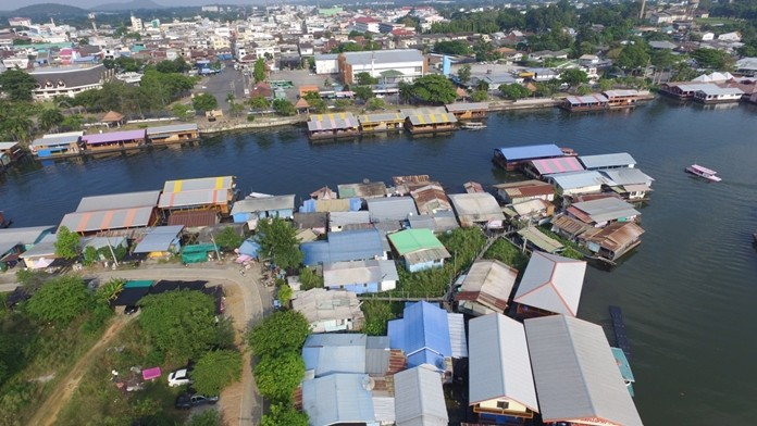 River boat-houses to be removed from Khwae Yai River.