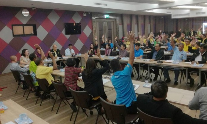 Deputy Mayor Banlue Kullavanijaya chaired a Nov. 6 planning meeting where a 10-person community co-operative founding committee was appointed to allow residents of the city's 42 neighborhoods to make money through sales of locally made products.