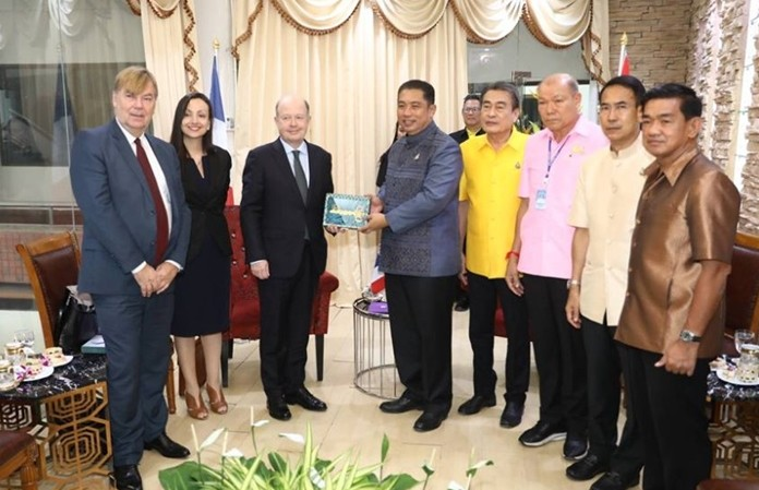 French ambassador to Thailand, .E. Jacques Lapouge was welcomed to city hall by Mayor Sonthaya Kunplome and his four deputies.