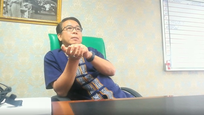 Banglamung Public Health Officer Sompol Jittirungkiat is warning residents to the local moonshine whiskey.