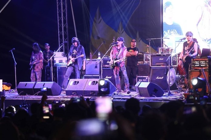 Folk music legend Carabao still has what it takes to thrill their fans.