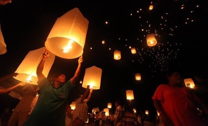 Fireworks and kom loys (flying lanterns) are banned during Loy Krathong again this year. Violators face stiff fines, imprisonment, or both.