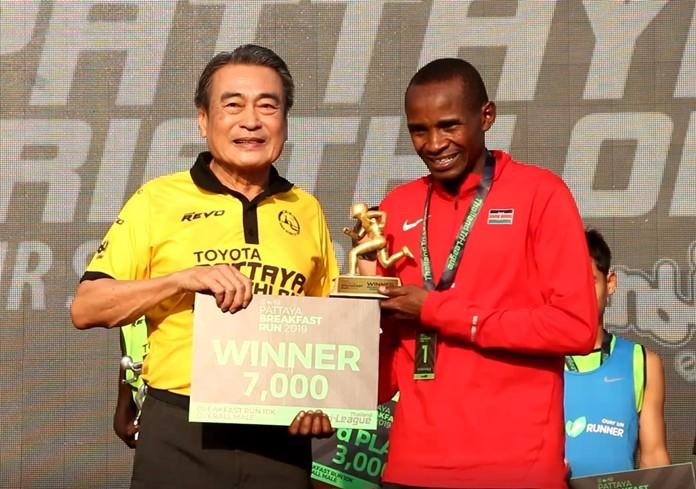 Deputy Mayor Ronakit Ekasingh presents Phillip Lagus with his trophy.