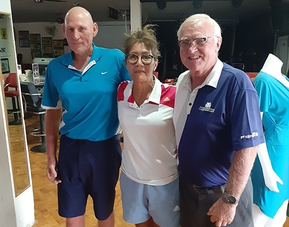(L to R) Lloyd Shuttleworth and his wife Arna with Tony Oakes.