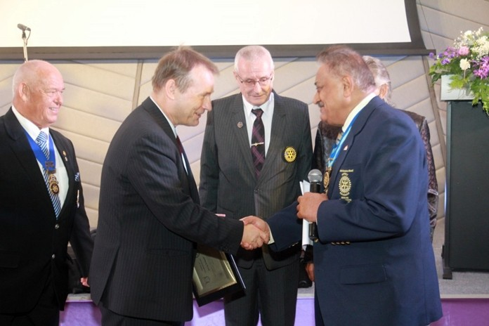PDG Peter Malhotra congratulates HE Georg Schmidt on being inducted as an Honorary member of the Rotary Club of Phoenix Pattaya. At left is Assistant Governor Rodney Charman.