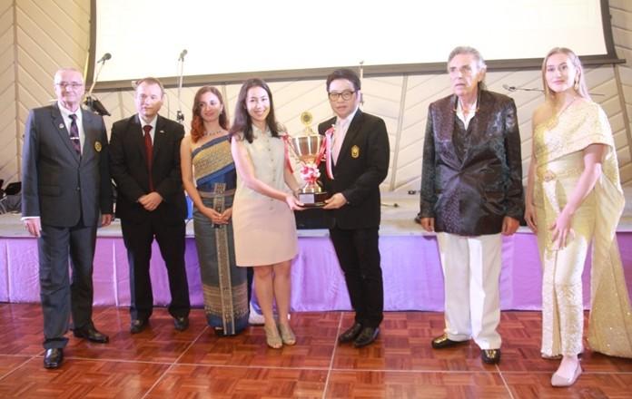Rattanachai Sutidechanai advisor to the Mayor Sonthaya presents the Mayor's Trophy to Tarana Kanya.