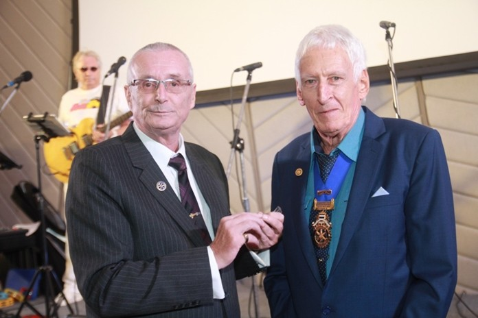 President Dieter Barth presents PP Peter Schlegel with the Paul Harris pin and badge for his generous contribution of US$1000 to the Rotary Foundation.