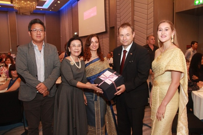 Radchada Chomjinda, Director of HHNFT together with Siromet Akarapongpanich, Asst. Director of HHNFT and two lovely volunteers present a special gift to HE Georg Schmidt.