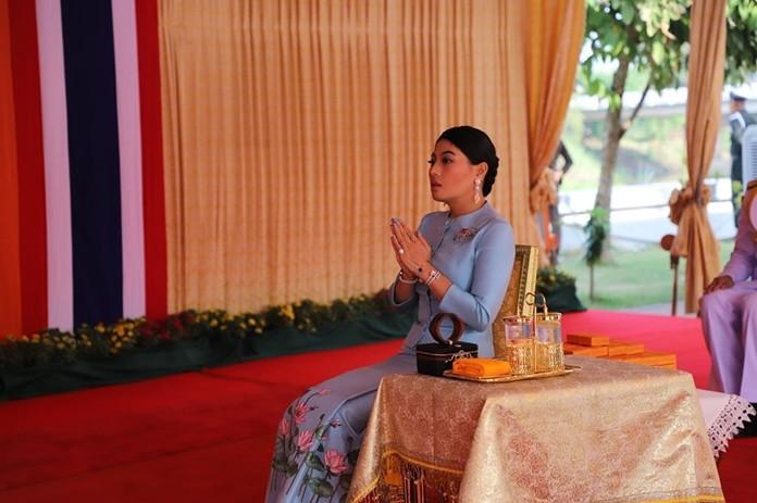 Her Royal Highness Princess Sirivannavari Nariratana Rajakanya presides over religious ceremonies in Ayutthaya province.