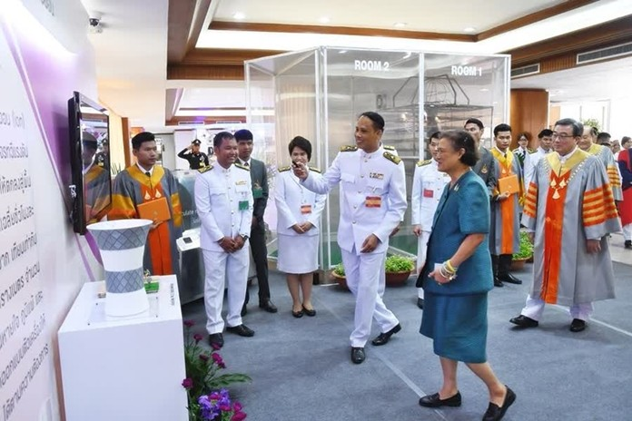 Assoc. Prof. Charnchai Thongsopha, makes his presentation of the ionic air purifier to HRH Princess Sirindhorn.