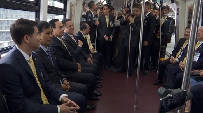 Prime Minister Gen. Prayut Chan-o-cha (3rd left) rides the BTS train to inspect the 4 new stations.