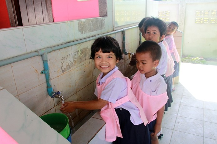 Children wash their hands with clean water. Some renovation work still needs to be done.