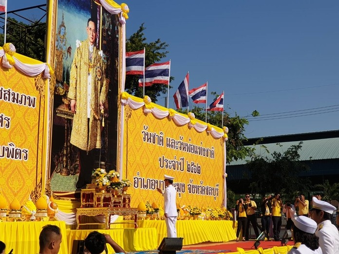 Banglamung District Chief Amnart Charoensri led the district's official HM King Rama IX observance at the district office.