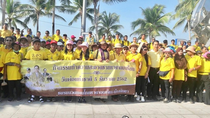 Locals, business owners, tourists and members of the Thai Traditional Club take part in the Father's Day cleanup event at Jomtien Beach.