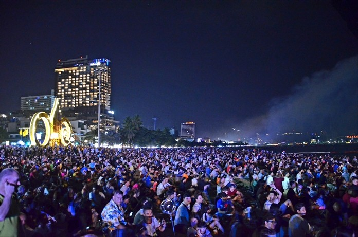 Tens of thousands Thai and foreign tourists and residents filled the beach to witness the event.