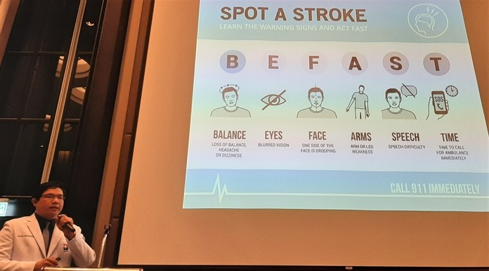 Neurologist Dr. Tanakorn informs his PCEC audience on the warning signs of a stroke and emphasized the importance of getting immediate medical treatment.