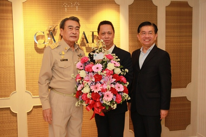 RonakitEkasingh presents a bouquet to Neoh Kean Boon and Lim Boon Kwee.