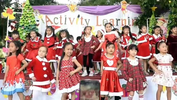 Aksorn School hosts Christmas party