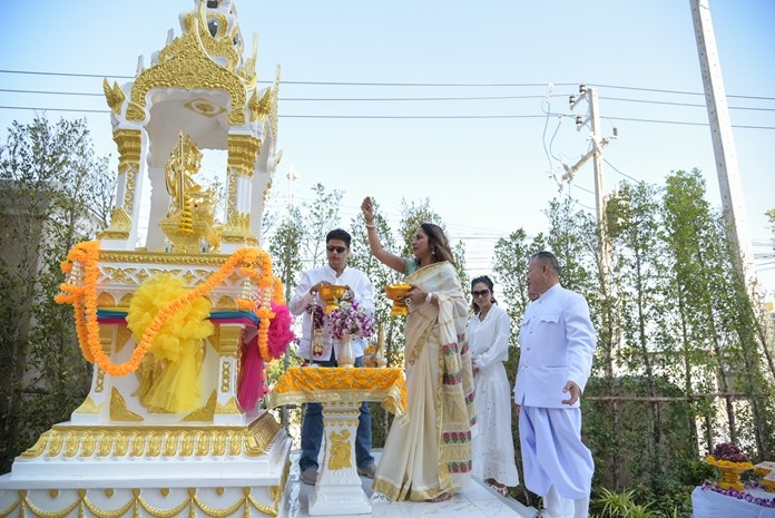 Sonia Punjabi sprinkles flower petals on the revered statue of Lord Brahma during the religious rites.